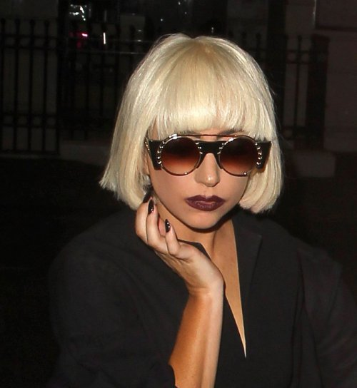 Exclusive short hairstyle of lady