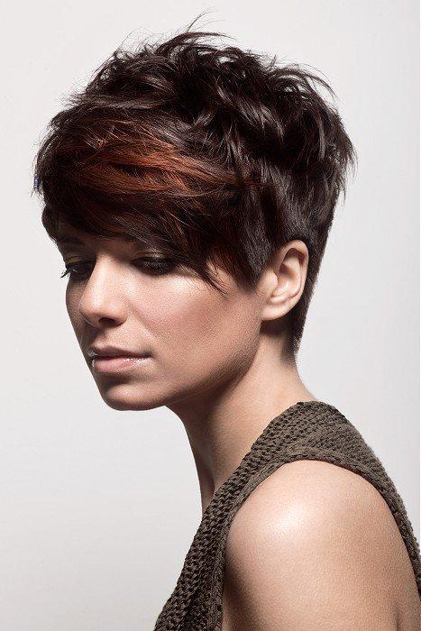 Женские причёски с длинной челкой